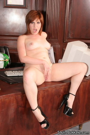Squirting pussy. Redhead with nice ass l - XXX Dessert - Picture 6